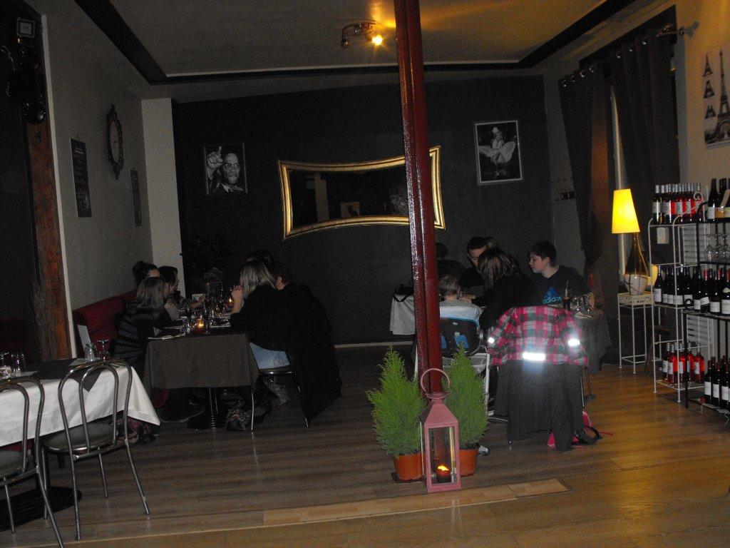 restaurant pizzeria au quai 36 restaurant traditionnelle lure 70200. Black Bedroom Furniture Sets. Home Design Ideas